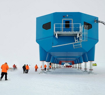 The Halley VI Research Station can negotiate Antarctica's terrain by means of ski-mounted hydraulic legs.