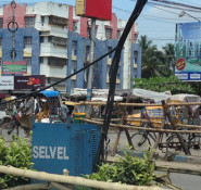 A bicycle-driven wagon rides through the streets near Kolkata, India. ASCE leaders recently traveled to India for a pilot program aimed at fostering new partnerships.