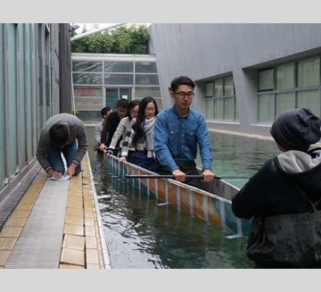 The Tongji University concrete canoe team conducts a floating test of the newly casted canoe.