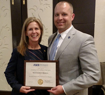 Brad Williams receives the award from ASCE's 2017 President-Elect Kristina Swallow. Photo: Montgomery Branch