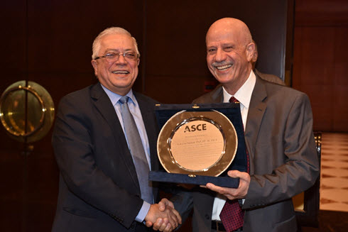 Federation of Lebanese Engineers President Khaled Chehab presents the Distinguished Engineer Award to Lebanon Section President Makram Tewfic Suidan. Photo courtesy Lebanon Section